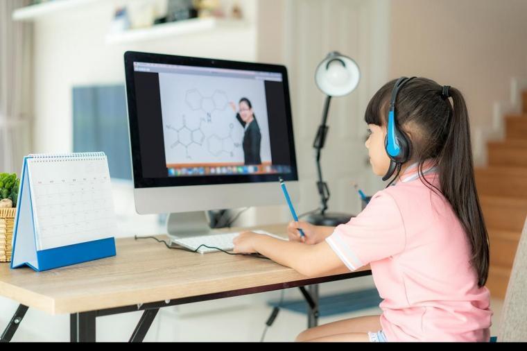 Manfaat Belajar Dalam Sekolah Dengan Menggunakan Smartphone